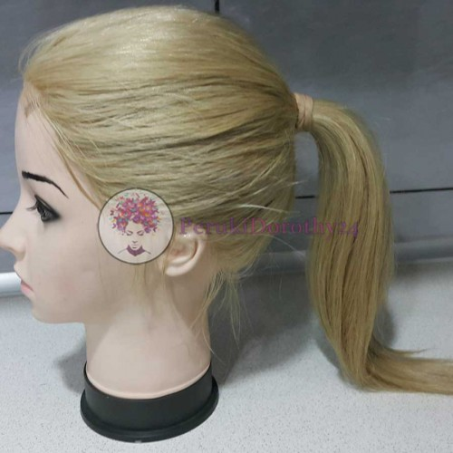 Peruka koloru jasny blond