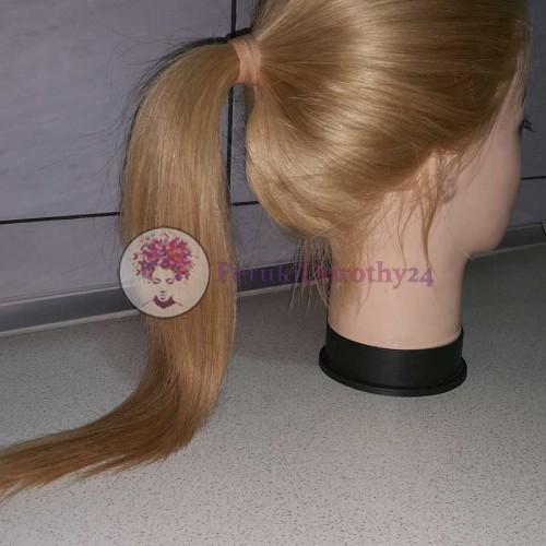 Peruka - związane włosy